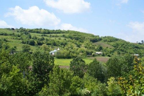 Biserica dintre dealuri